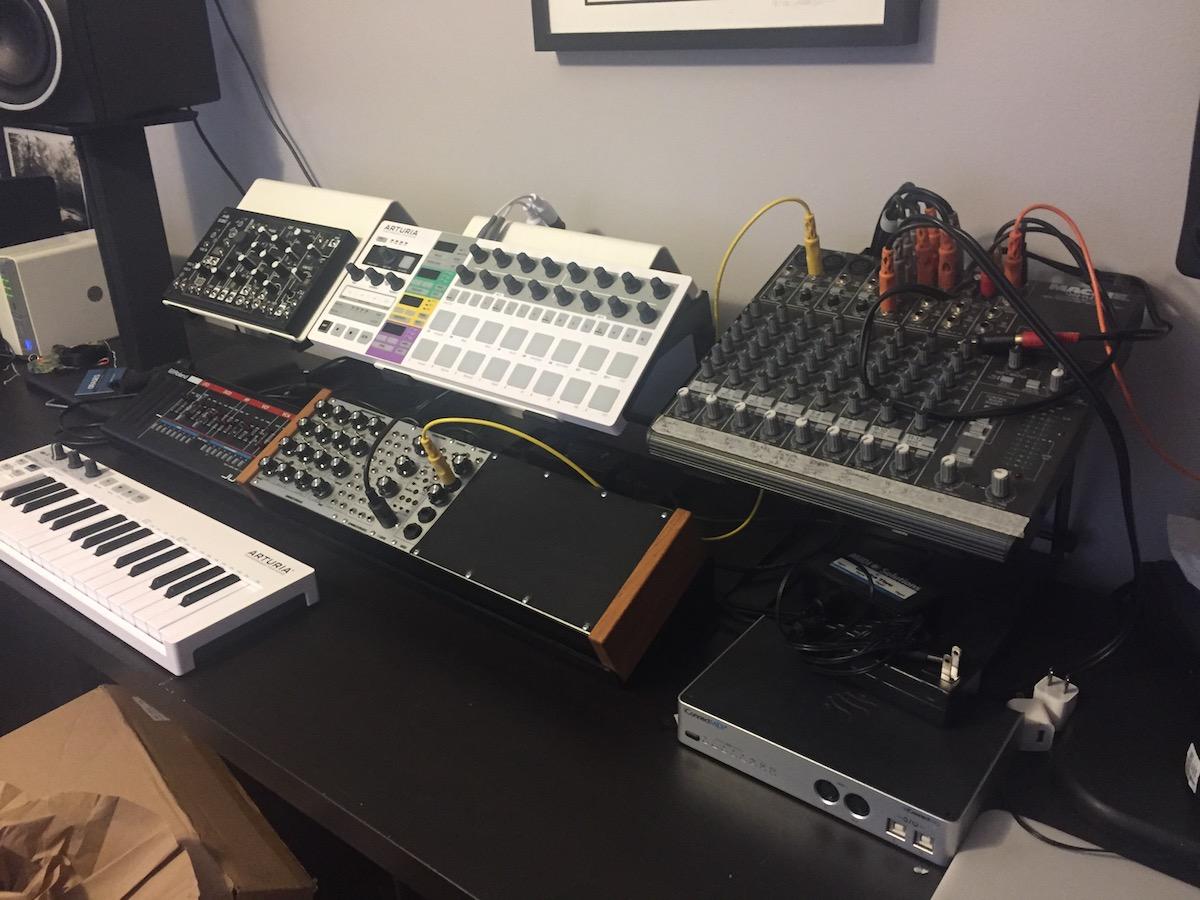 Gearslutz pro audio community looking for creative desk for Creative desk solutions